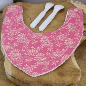 Bavoir Bandana en Tilda Flower Bush Pink, éponge blanche