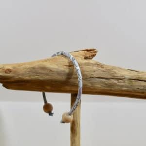 Bracelet jonc et perles en bois en Liberty Betsy Platine X