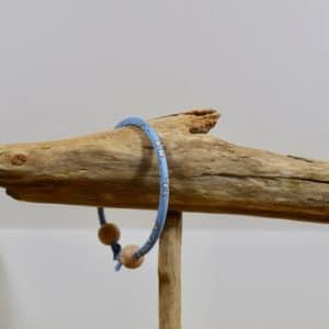 Bracelet jonc et perles en bois en Liberty Capel Bleu