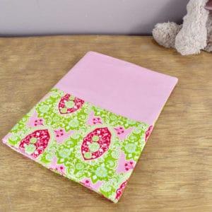 Carnet de Santé en Tilda Charlotte Pink, coton uni rose
