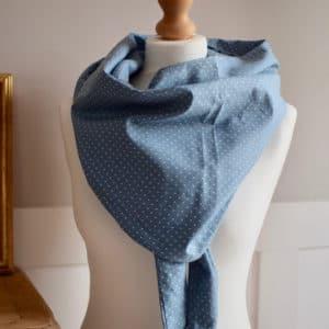 Chèche en coton imprimé à pois écru sur fond bleu