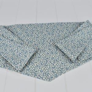 Chèche été enfant en coton imprimé feuillages beiges sur fond bleu