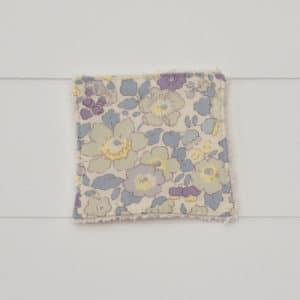 Lingette éponge blanche en Liberty Betsy Japonais Parme