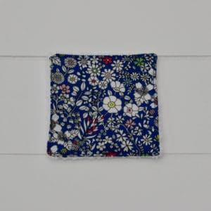Lingette éponge blanche en Liberty June's Meadow Bleu et rouge