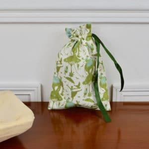 Pochon taille petite en Tilda Circus Life Green, intérieur blanc, ruban vert