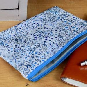 Trousse en Liberty Adelajda Bleu, intérieur gris, fermeture bleu