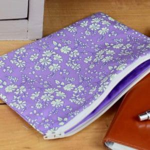 Trousse en Liberty Capel Violet, intérieur violet, fermeture blanche