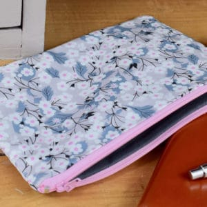Trousse en Liberty Mitsi E, intérieur gris, fermeture rose