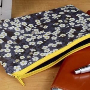 Trousse en Liberty Mitsi F Poivre Gris, intérieur noir, fermeture jaune