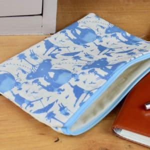 Trousse en Tilda Circus Life Blue, intérieur beige, fermeture bleu