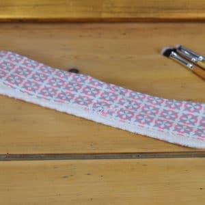 Bandeau en coton imprimé motif carrés roses et diagonales grises
