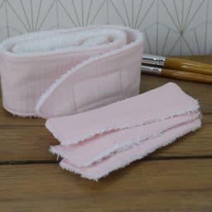 Coffret soin de la peau, un bandeau et 3 lingettes rectangulaires en éponge blanche et double gaze uni rose