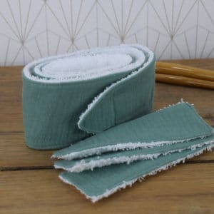 Coffret soin de la peau, un bandeau et 3 lingettes rectangulaires en éponge blanche et double gaze vert