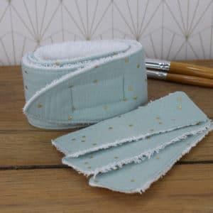 Coffret soin de la peau, un bandeau et trois lingettes rectangulaires en éponge blanche et double gaze menthe à l'eau à pois dorés