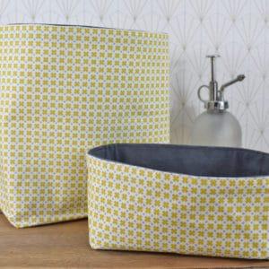 Duo de panières en coton imprimé croix jaunes et points gris et coton uni gris
