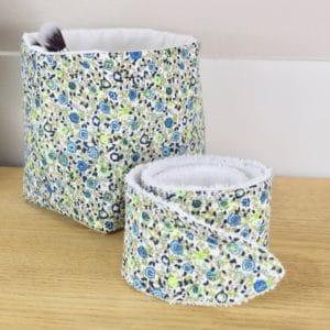Duo panière et bandeau en coton imprimé fleurs bleues et vertes