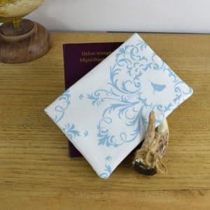 Etui à passeport en Gutermann Ornement bleu sur fond blanc