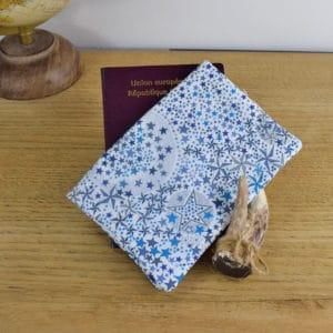 Etui à passeport en Liberty Adelajda Bleu turquoise