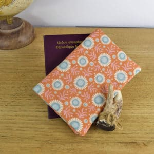 Etui à passeport en Tilda Sunflower Honey Yellowg, intérieur en coton jaune pale