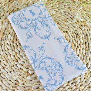 Etui livret de famille en Gutermann Ornement bleu sur fond blanc, intérieur blanc