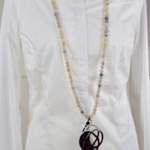 Sautoir en agate du tibet blanche et son pendentif