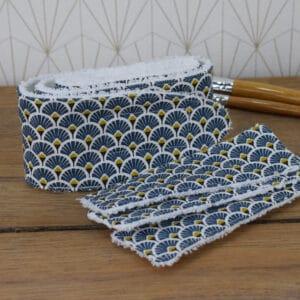 Coffret soin de la peau, un bandeau et trois lingettes rectangulaires en éponge blanche et coton imprimé éventails bleu foncé